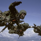 Formations – Staying close during the free-fall, a 3-minute ride *